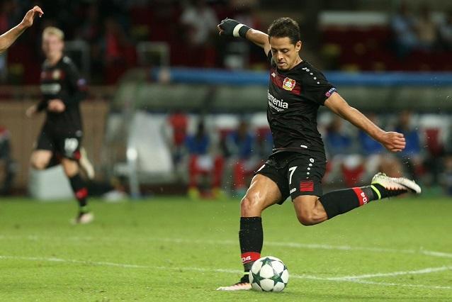 Chicharito Hernández marca ante el Mónaco su gol 100 en Europa