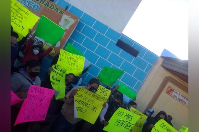 Ambulantes se manifiestan en alcaldía de Chignahuapan