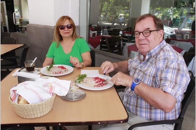 En Tehuacán 12 restaurantes ya venden chiles en nogada