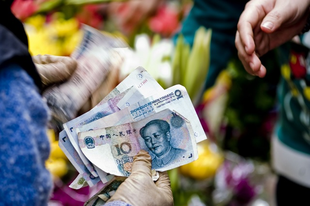 Así desinfectan los billetes en China para prevenir el coronavirus