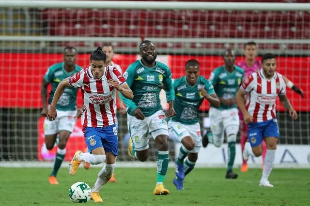 Chivas y León consiguen agónico empate en semifinal de ida