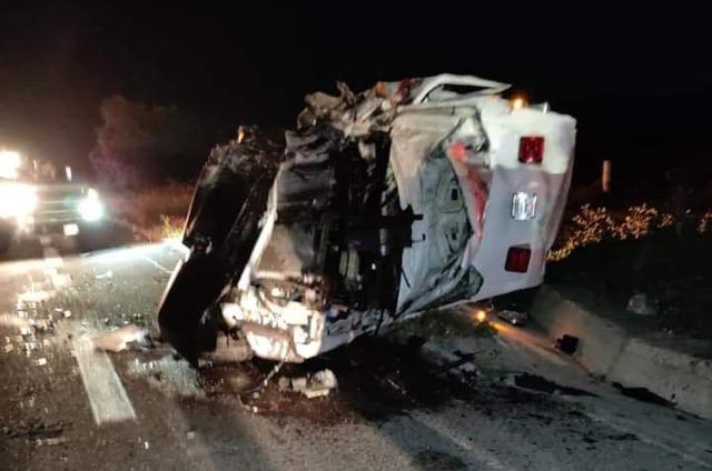 Choca ambulancia y muere paciente que traía a Puebla