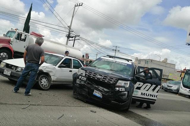 Choca patrulla de Puebla sobre el Bulevar Atlixco