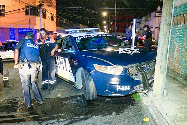 Destrozan 2 patrullas al perseguir a asaltantes en San Baltazar