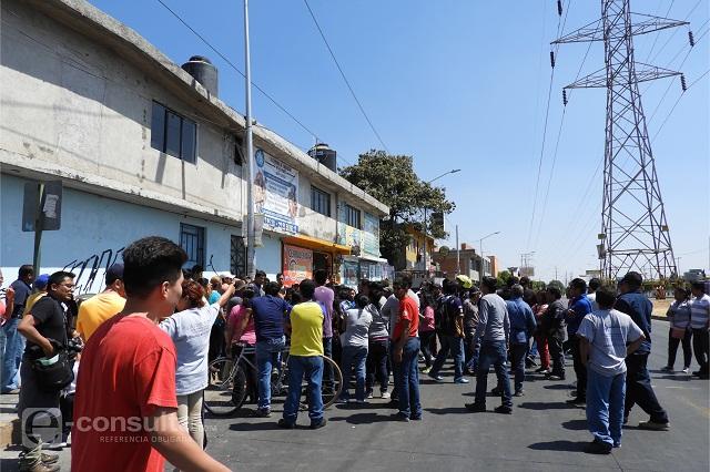 Chocan policías y vecinos por detención de ladrones en Las Torres