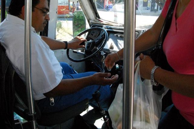 Choferes del transporte público laboran 12 horas y deben juntar 2,500 pesos