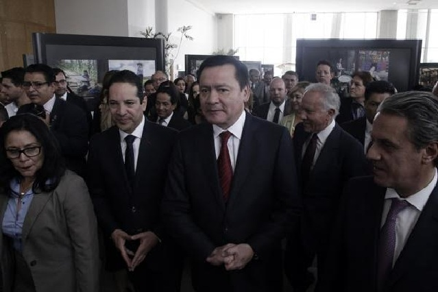 Osorio Chong pide no espantarse por iniciativa de EPN de bodas gay