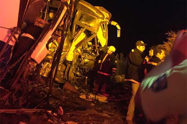Choque entre autobuses deja 2 muertos y heridos en la Amozoc-Perote