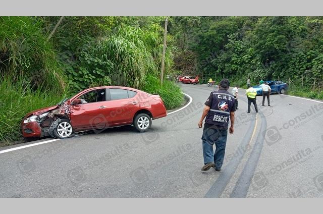 Registran aparatoso choque de vehículos en la Federal México-Tuxpan