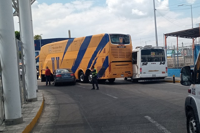 Maldición Tigre: Choca su autobús en Puebla y roban casa del 'Piojo'