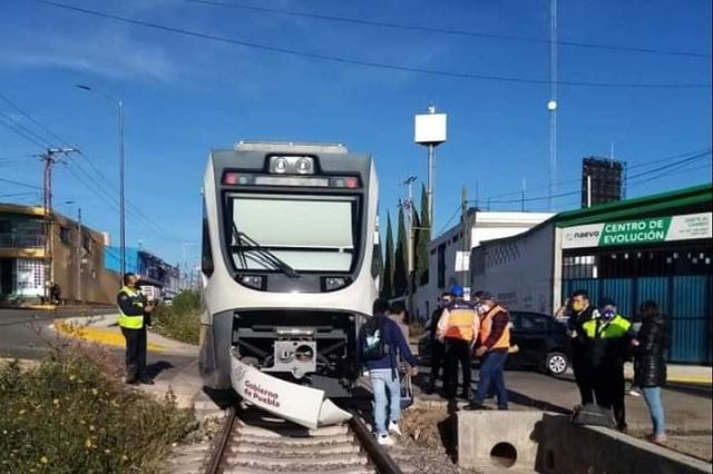 Choca tren turístico Puebla-Cholula en Santiago Momoxpan