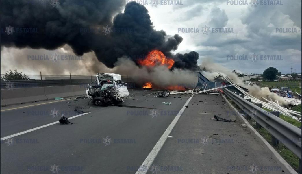 Carambola de vehículos en el Edomex deja un saldo de 4 muertos