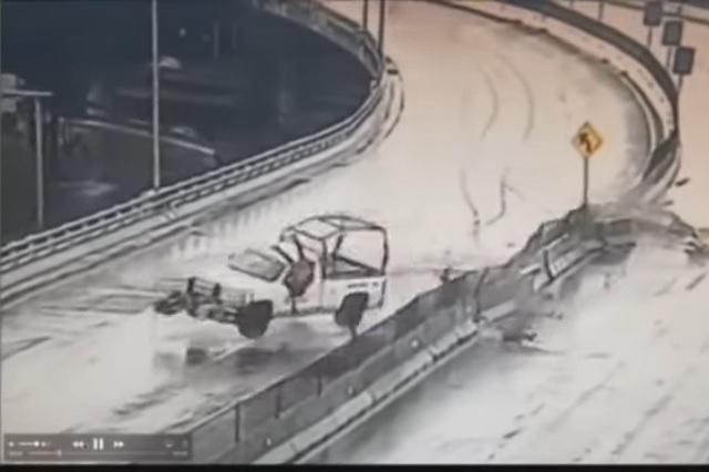 Vuelca camioneta de la Guardia Nacional; 3 elementos salen disparados