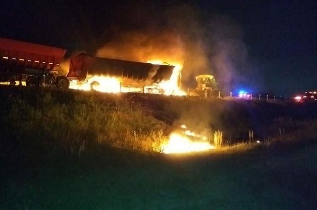 Cierran la Puebla-Orizaba por choque e incendio de un camión