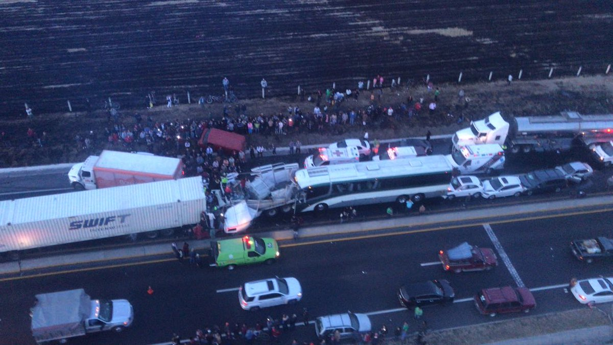 Choque múltiple en el libramiento Toluca-Lerma deja un saldo de 15 heridos