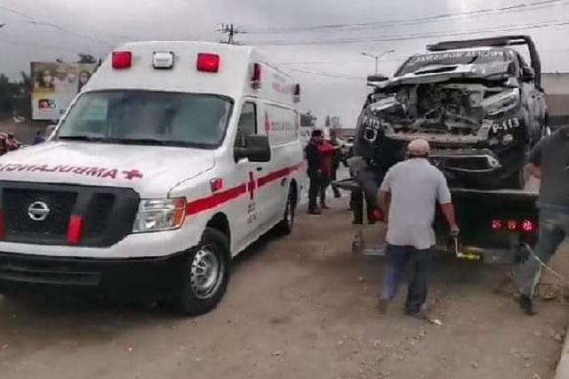 Patrulla de Tehuacán intenta ganarle al tren y falla