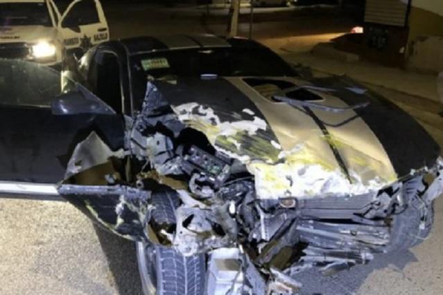 Su esposa lo atrapa con la amante; choca su auto al intentar huir