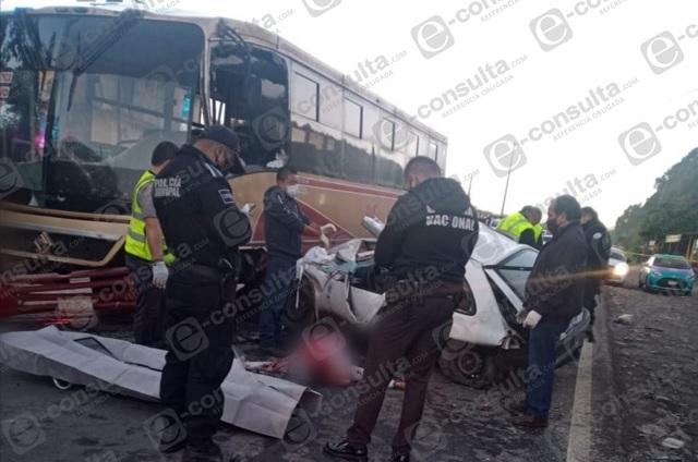 Policía auxiliar muere tras choque con autobús en Xicotepec