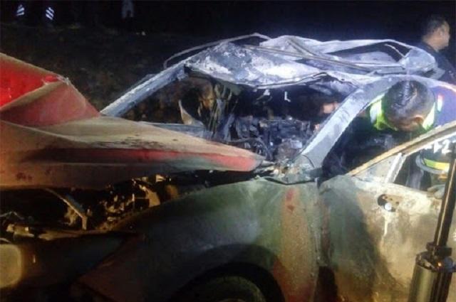 Mueren dos calcinados tras accidente en Tehuitzingo