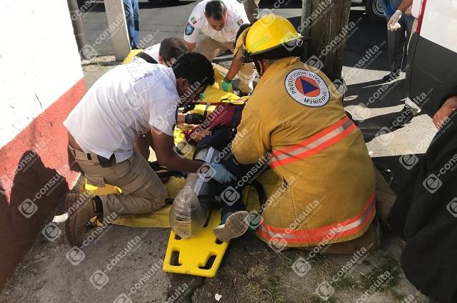 Choque de particular y transporte público en Puebla deja 8 heridos