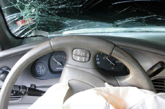 Bolsa de aire de su coche mata a un hombre en Puebla
