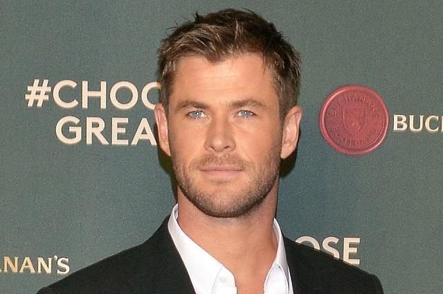Chris Hemsworth sale en defensa de su hermano Liam