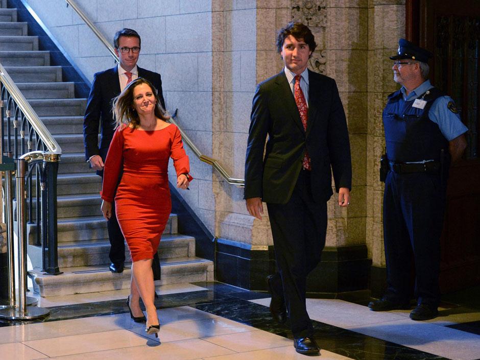 Canadá le revira a EU que aplicará aranceles al whisky y al jugo de naranja