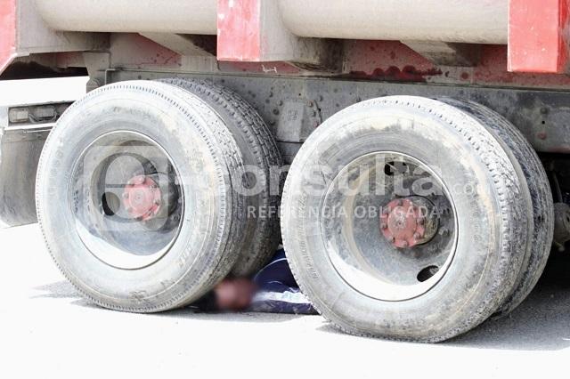 Muere ciclista atropellado por camión de volteo en Xonacatepec