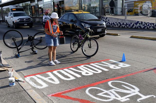 Ciclistas intervienen 11 Sur en reclamo de respeto y seguridad