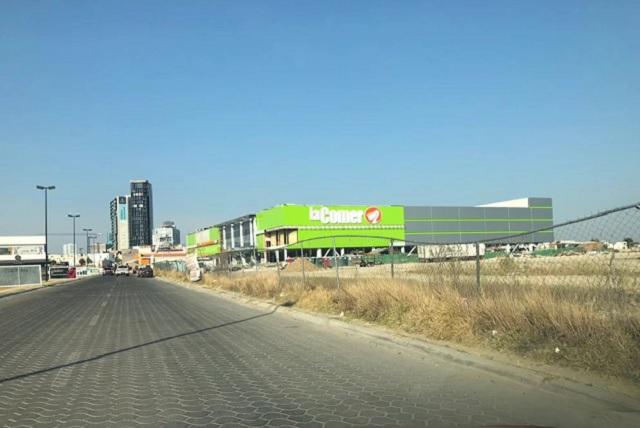 Padecen obra de supermercado en Lomas de Angelópolis