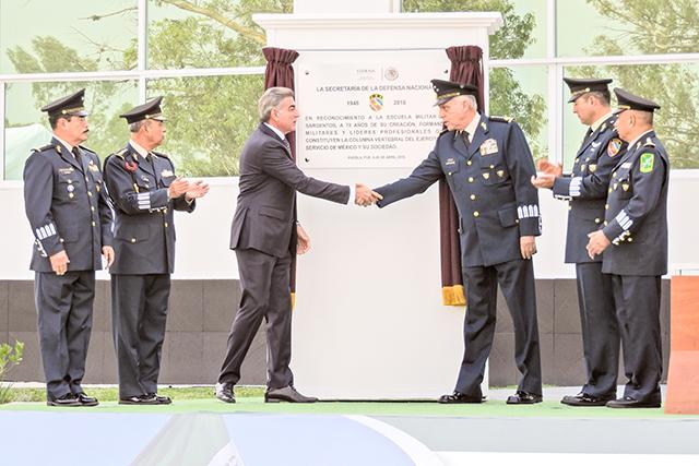 Encabeza Cienfuegos aniversario de la Escuela Militar de Sargentos