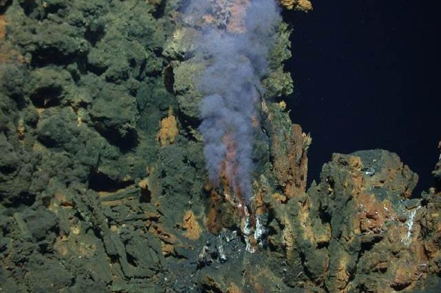 Científicos exploran en ventilas hidrotermales origen de la vida