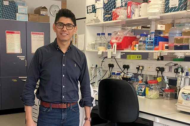 Egresado BUAP desarrolla vacunas en la Universidad de Oxford