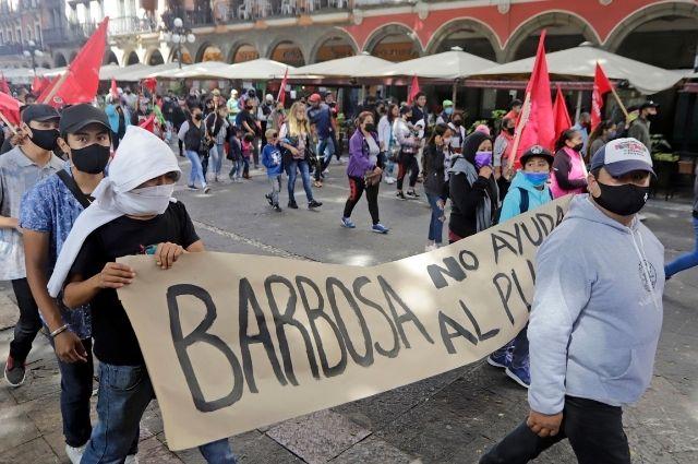 Cierran antorchistas centro de Puebla por manifestación