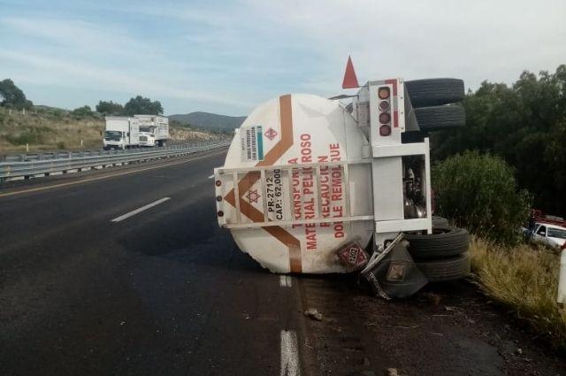 Por volcadura cierran circulación en carretera Puebla- Córdoba