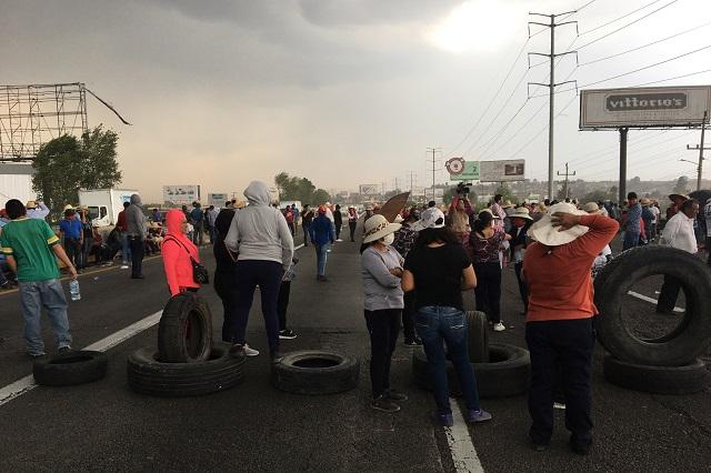 Vecinos de Coronango reabren la México-Puebla después de 7 horas