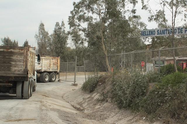Por clausura de obra, vecinos de Chautla bloquean  relleno sanitario