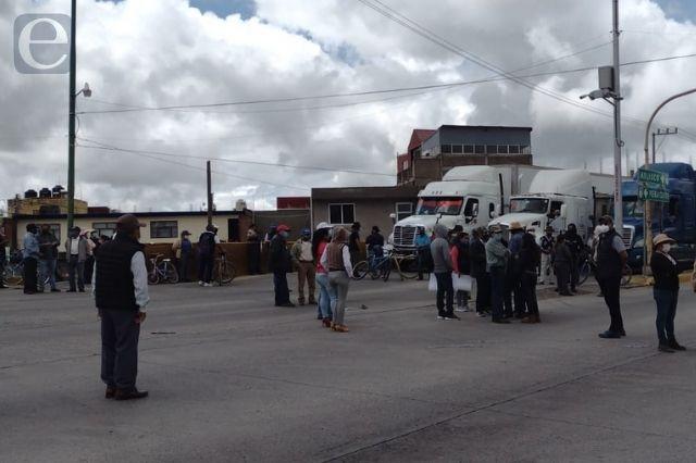 Tapan zanja y ahora se inundan en Tlaxcalancingo