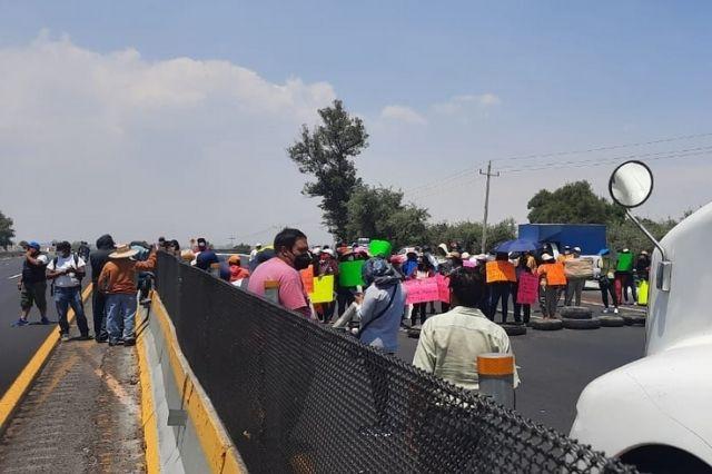 Bloquean autopista México-Puebla; exigen liberación de César N