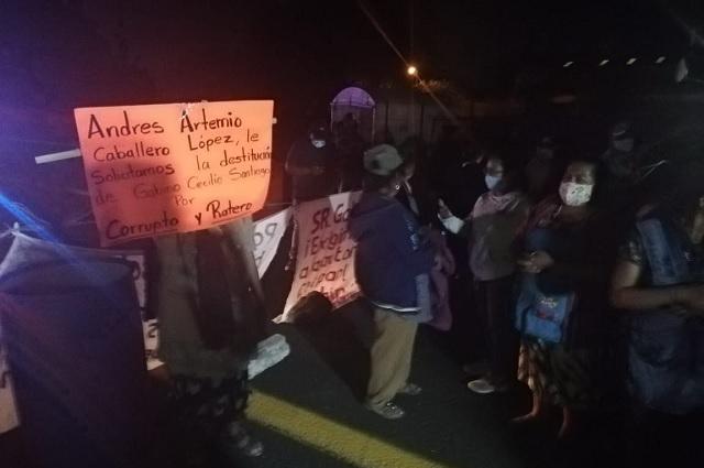 Rompen diálogo con autoridades de Coapan y cierran carretera Cuacnopalan-Oaxaca