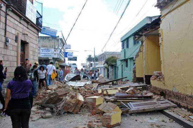 Aumenta a 64 la cifra de personas muertas por el terremoto de 8.2
