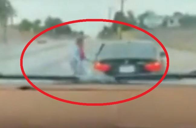 Mujer golpea a su hijo con cinturón por robarle BMW
