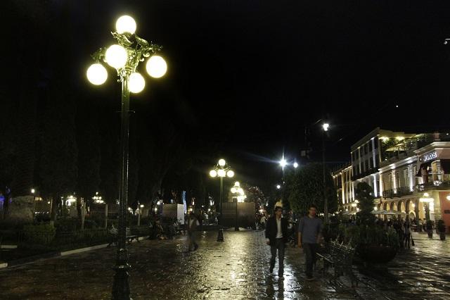 Licitan alumbrado público en Puebla capital por casi 3 años