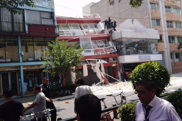 Graban instante en el que se derrumban edificios en la CDMX