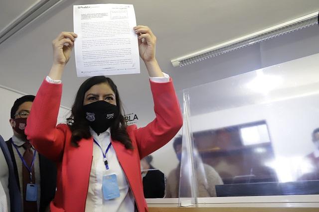 Rivera acusa persecución política; entrega documentación en la ASE