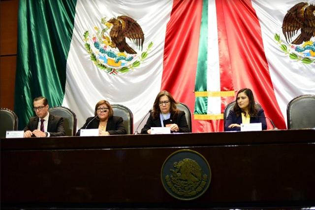 Claudia Rivera participa en foro sobre transparencia