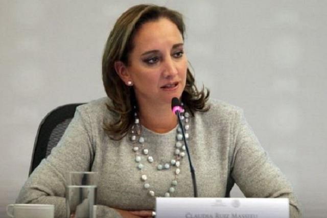 Claudia Ruiz Massieu se registra para dirigir al PRI