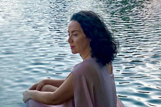 Chilena Claudia Acuña lanza sencillo Agüita de Corazón
