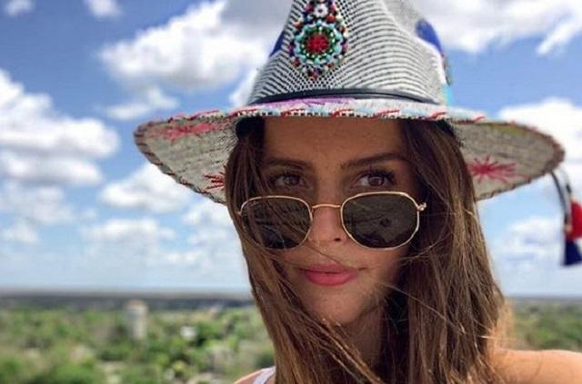 Claudia Álvarez presume su embarazo en traje de baño