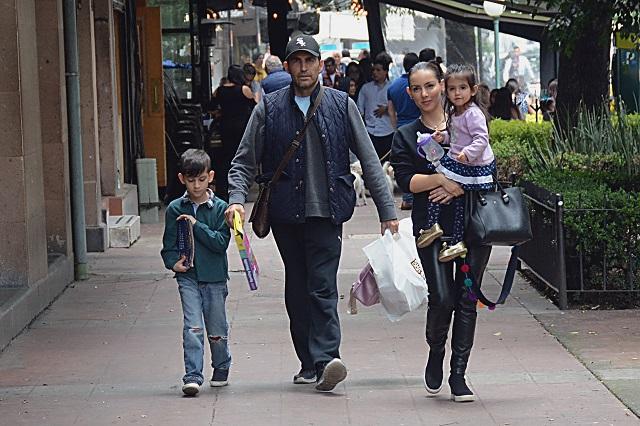 Claudia Lizaldi deja atrás rumores de infidelidad y se mudará a otro estado